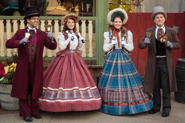 Knotts Merry Farm Calico Carolers